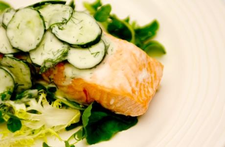 receita-de-salmão-vapor-com-salada-de-pepino-panelinha-rita-lobo-blog-carola-duarte