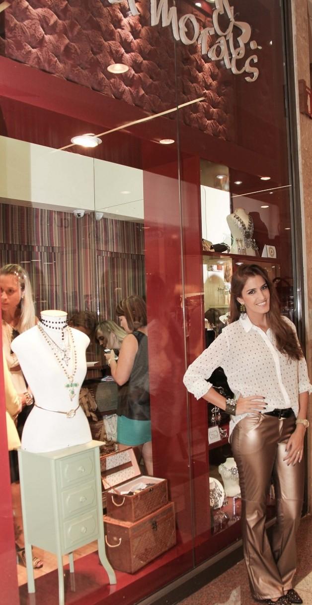 look-da-carola-duarte-sal-rosa-calça-metalizada-batalha-fashion-bia-moraes-acessórios-blog-de-moda-em-ribeirão-preto-blog-carola-duarte