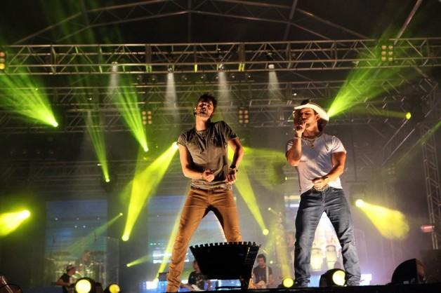 munhoz-e-mariano-no-ribeirão-rodeo-music-camarote-brahma-country-blog-carola-duarte