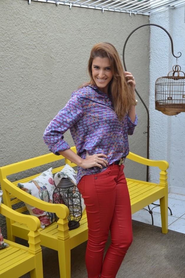 look-da-carola-calça-resinada-vermelha-camisa-maria-xipaya-blog-carola-duarte