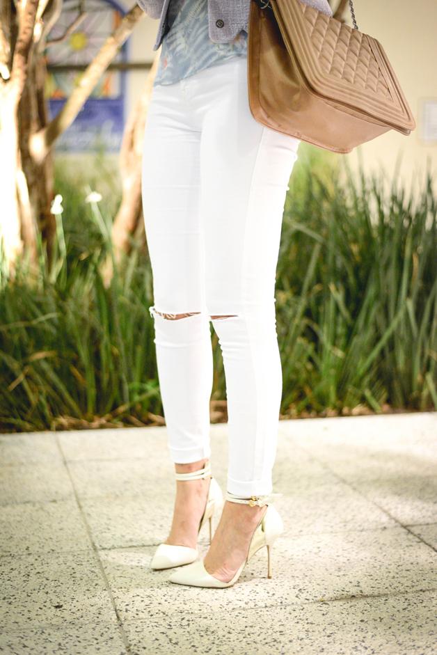 look-com-scarpin-branco