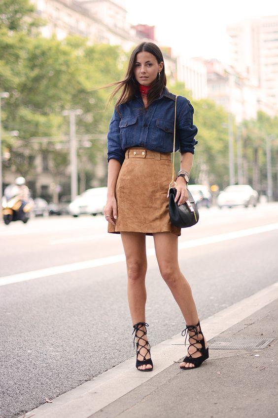 look street style saia caqui com camisa jeans escura