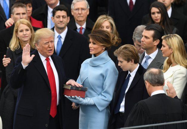 o look da nova primeira dama dos estados unidos no dia da posse