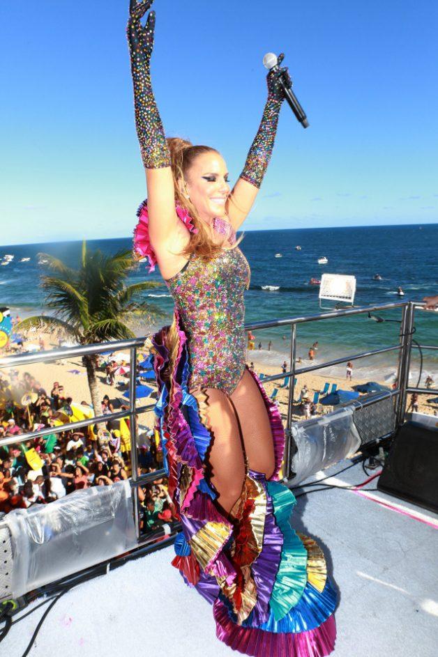 O look de carnaval da Ivete Sangalo no segundo dia em Salvador