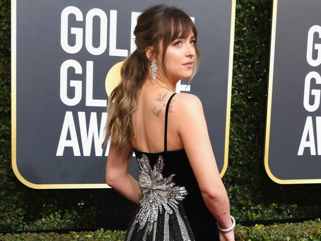 dakota johnson vestido gucci golden globes 2018