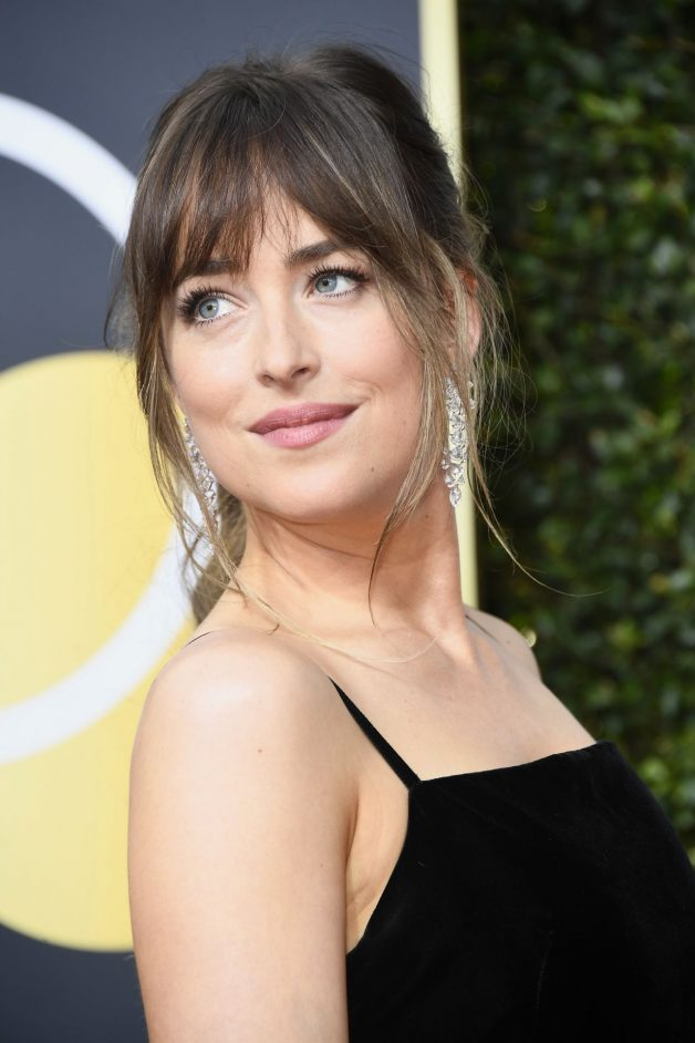 make dakota johnson gucci golden globes 2018
