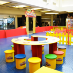 Oficinas com massinha Play-Doh no Shopping Iguatemi Ribeirão Preto